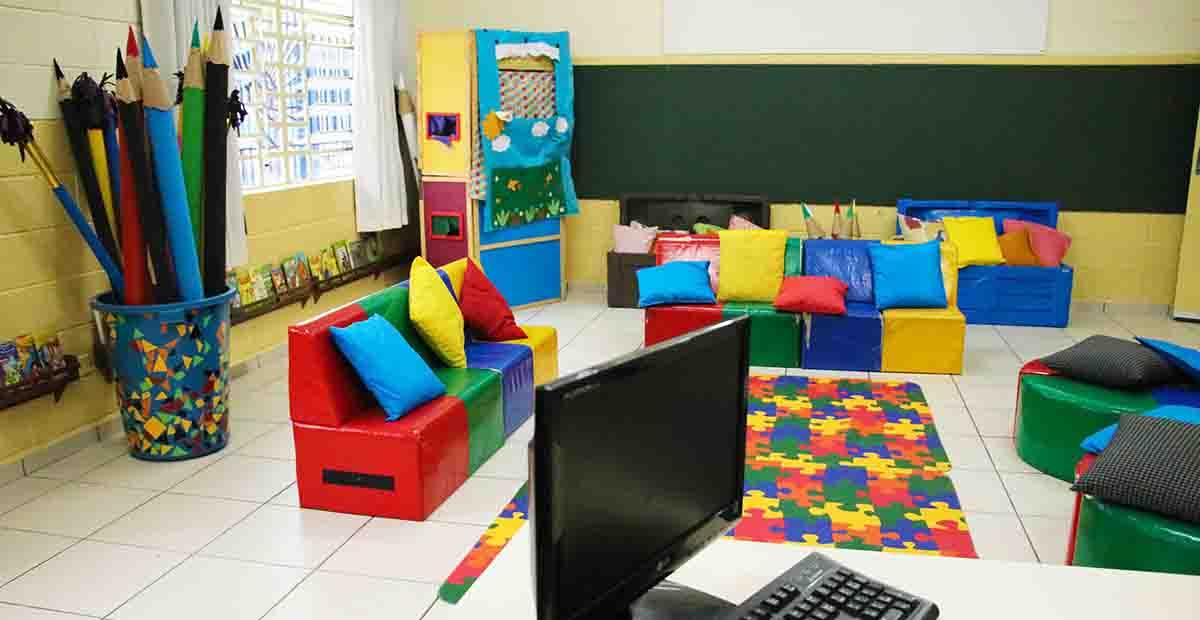 Sala reformada com nova mobília   SECOM